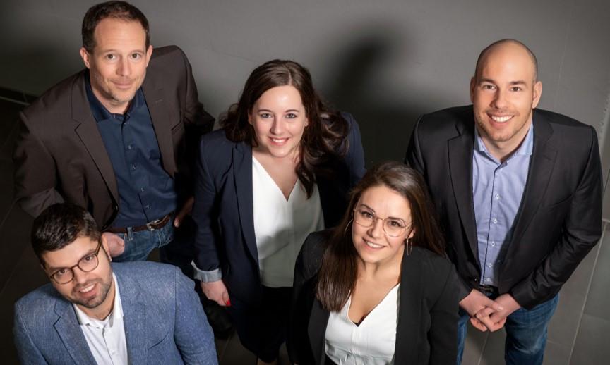 Die Mitarbeiter des Teams von Neuromod Deutschland aus der Vogelperspektive.