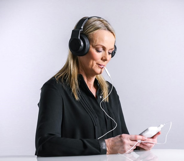 woman soothing tinnitus with lenire